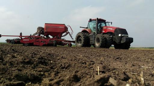 traktor in field